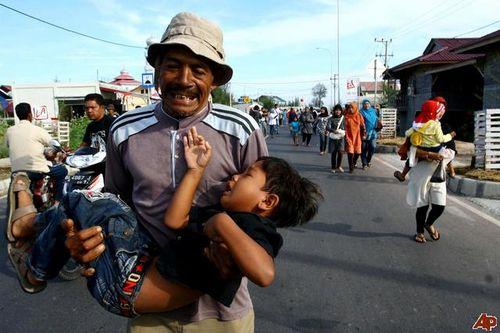 Indonesia-asia-tsunami-drill-2009-10-14-7-11-20